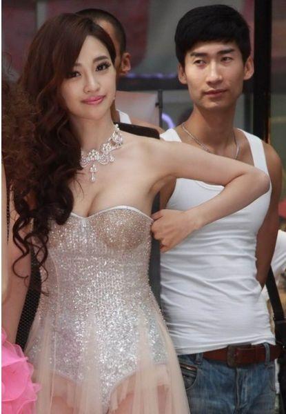 刘凡菲透视纱裙(图)(2)