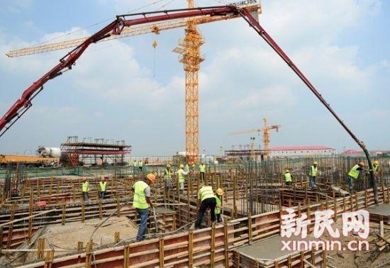 图说:两家主题酒店近日正式启动混凝土浇筑作业。上海迪士尼度假区供图