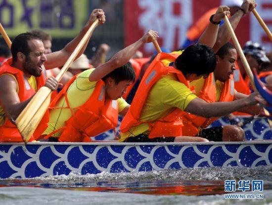 上海世界华人龙舟邀请赛在青浦区夏阳湖举行(图)