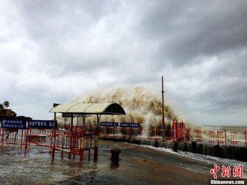 09台风天兔图片_台风天兔来势汹汹东南沿海掀起惊天巨浪组