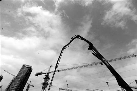 市防汛指挥部今天上午向全市发出紧急通知,要求各部门重点加强对建设工地的安全检查 王浩然 现场图片