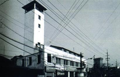 □这座约25米高的消防望塔曾是浦东最高的建筑