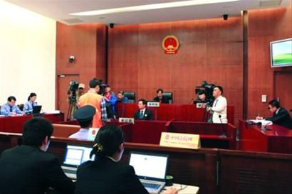 上海财大毕业生抢银行案昨一审开庭