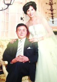 □朱先生夫妇今年在人民照相馆拍摄的婚纱照 /晨报记者 周思立 翻拍