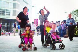 第六次人口普查的统计数据显示,中国人口已出现老龄化与少子化并存的结构特征。这意味着,未来中国将面临严峻的养老困局。杨深来 早报资料
