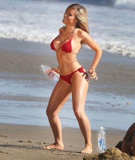 美女超模大尺度比基尼上阵拍广告