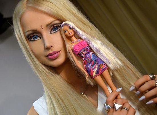 """有艺术家展示了芭比娃娃""""素颜""""的样子"""