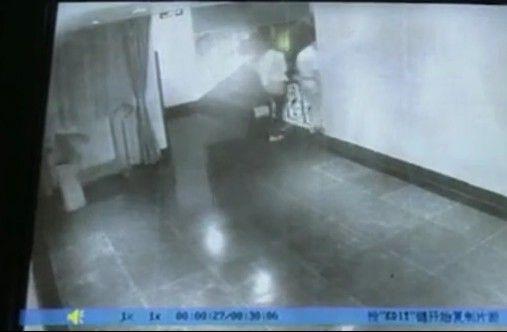 冯欣又带另一长发女子在此开房