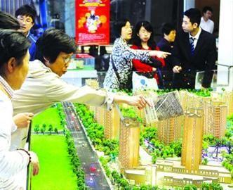 □业内分析,政策出台后,短期内上海楼市成交将会出现一定幅度的降温。 晨报记者 殷立勤