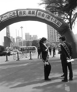 上海市房管局及市工商局宣布,今年年底前将在全市范围内开展房产经纪市场专项整治工作。 本版摄影 记者 王涌