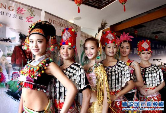 上海:豫园上演云南德宏民俗风情秀