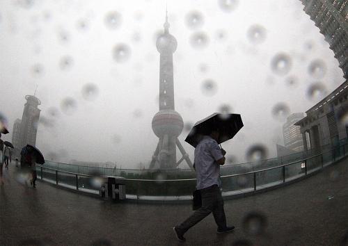 上海发出最高等级暴雨警报