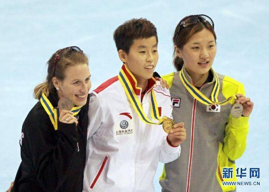 短道速滑世界杯上海站:范可新夺得女子500米冠军