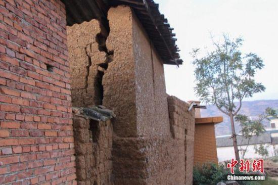 大理地震 房屋损坏严重图片