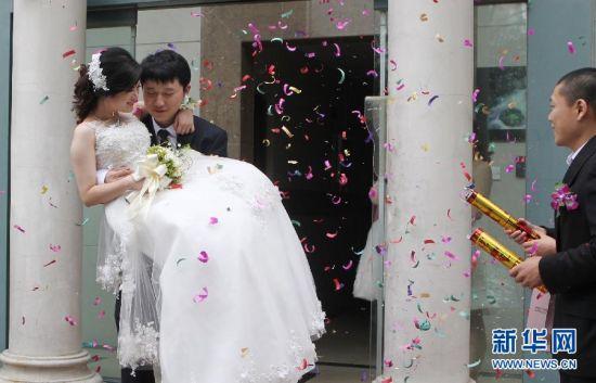 国庆佳节忙婚嫁