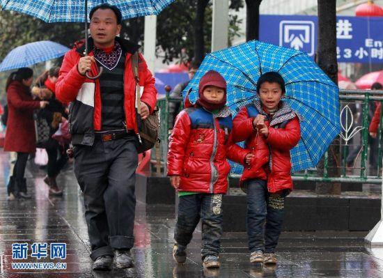 上海铁路迎来节后返程客流高峰