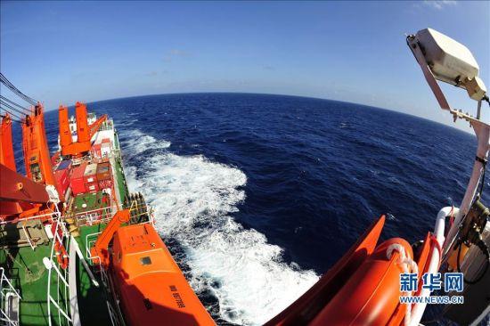 """""""雪龙""""号穿过宫古海峡进入西北太平洋"""