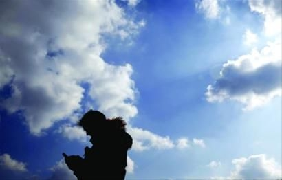 """昨日,申城空气质量很好,迎来久违""""水晶天""""。 /晨报记者 殷立勤"""