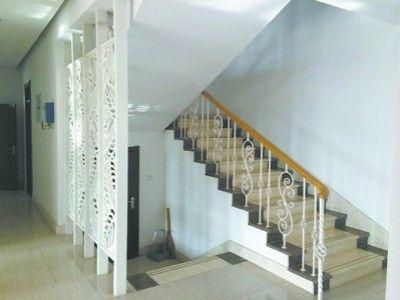 白色欧式楼梯扶手