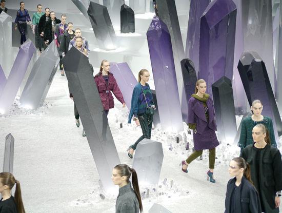 香奈儿的冰山秀场布置-大牌的奢侈秀场布置 矿山冰山火车森林全都有图片