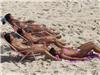 看沙滩香艳日光浴
