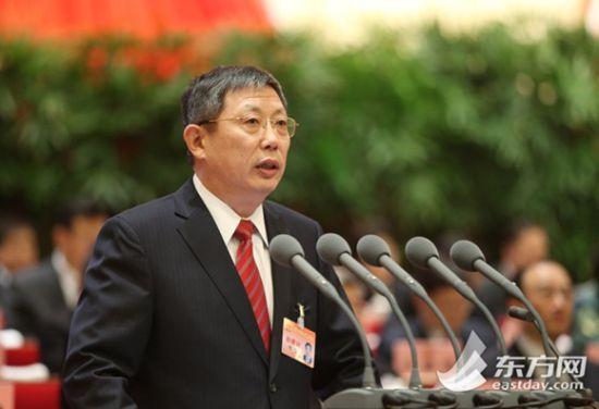 图为杨雄市长作上海市人民政府工作报告