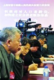 □昨日上午,市十四届人大二次会议同时举行六场专题审议。人大代表和相关部门就养老、食品安全进行了广泛的交流。 /晨报记者 竺钢