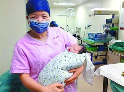 复旦大学附属妇产科医院,今晨迎来马年新宝宝。 王珏 摄