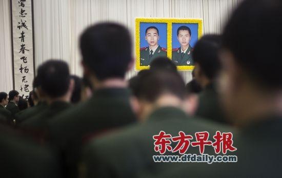 市领导韩正、杨雄、殷一璀、吴志明、李希等向烈士敬献了花圈。早报记者 鲁海涛 图