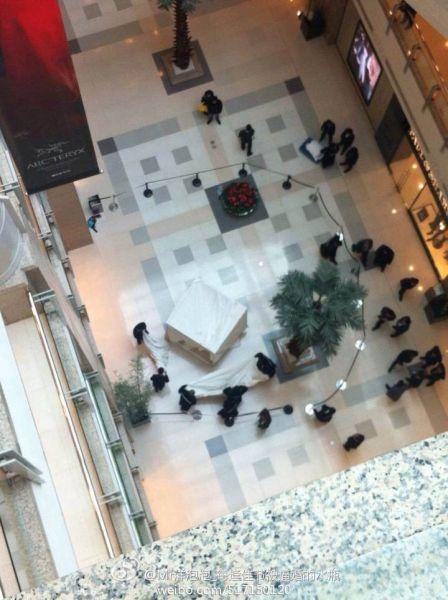 港汇广场一女子坠楼身亡 图片来源:新浪微博