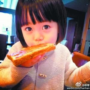 韩寒女儿韩小野的萌照萌翻网友。