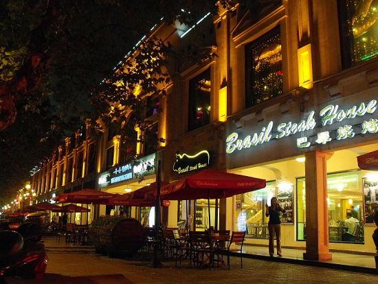 衡山路曾经是上海最有名的酒吧一条街