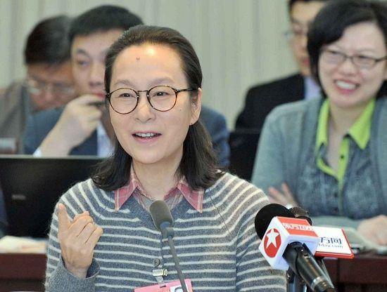 全国人大代表、著名演员奚美娟在会上发言。叶辰亮 图
