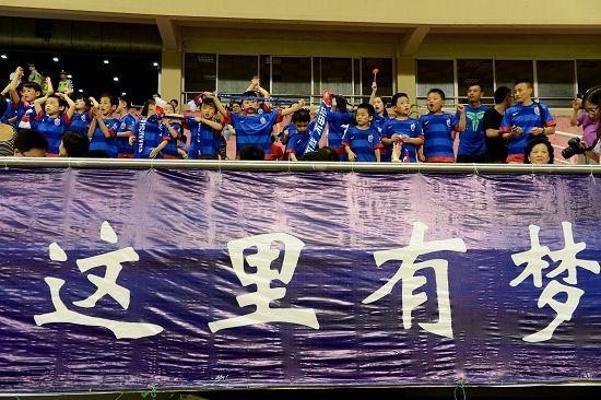 上海足球这些年经历了太多的荣辱,太多的是非。我们最大的期盼就是上海足球能就此重新踏上正轨,让海派足球重现昔日荣光。
