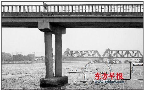 松江斜塘大桥桥墩有明显裂痕、桥面发生倾斜