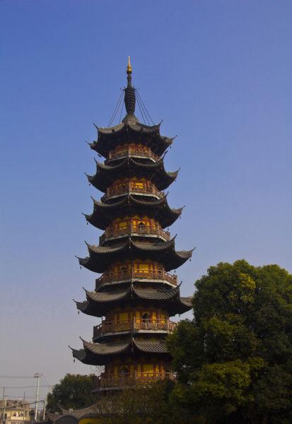 """兴圣教寺塔,又称""""方塔"""",位于上海市松江区中山东路南侧方塔园内"""