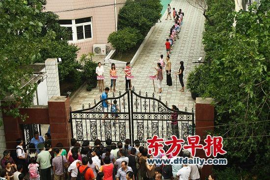 静安教育局有关人士表示,此次新政的出台主要是为了遏制学区房。早报资料