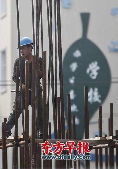 据统计,上海学区房过去一年挂牌价涨幅约20%,高于上海全市16%的平均房价涨幅。 早报记者 杨一 图