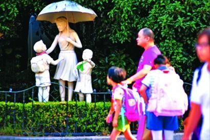 今年,热门民办学校仍吸引众多学生及家长。 /晨报记者 陈征