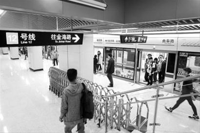 □10日,12号线曲阜路站开通,由于是双休日客流不算多。 蒋迪雯