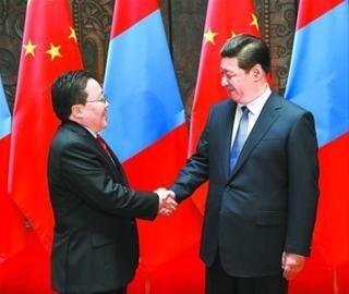 习近平会见蒙古国总统额勒贝格道尔吉。 新华社记者 马占成 摄