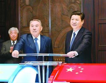 5月19日,国家主席习近平在上海同哈萨克斯坦总统纳扎尔巴耶夫举行会谈。这是会谈后,两国元首共同出席中哈连云港物流场站项目远程投产仪式。 新华社记者 马占成 摄