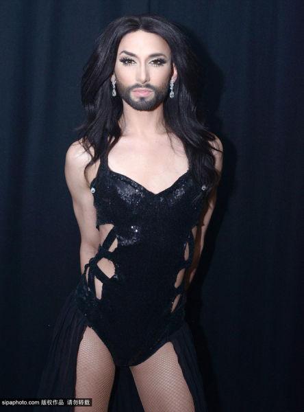 大胡子变性歌手肯奇塔走红 竖