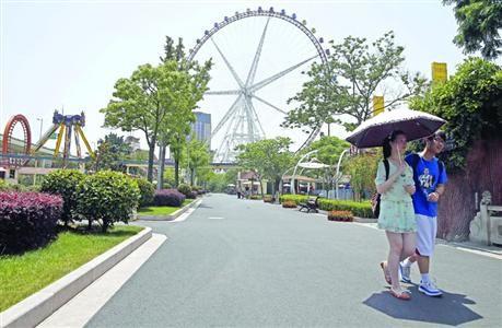 □摩天轮一直是锦江乐园的标志 /晨报记者 殷立勤