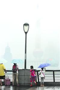 □申城昨天入梅,从外滩看陆家嘴一片烟雨蒙蒙。/CFP