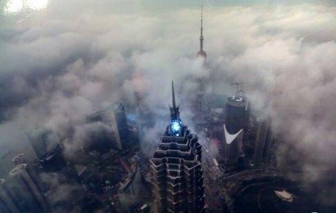 魔力之都暴风雨下的迷幻上海