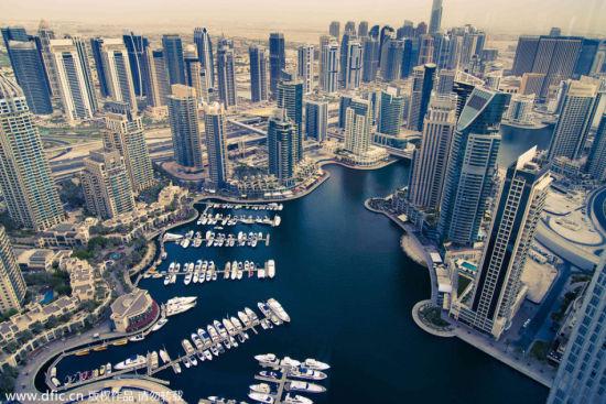 高空鸟瞰迪拜奢华的城市风光