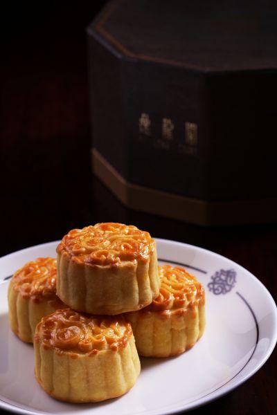 半岛月饼与逸龙阁手工奶黄月饼伴您共度中秋佳节