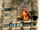 浦东一高层民宅12楼起火浓烟滚滚殃及楼上