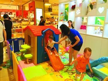 传统百货商场新增的儿童乐园大受欢迎